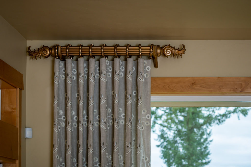 fluted gold drapery rod with linen drapery